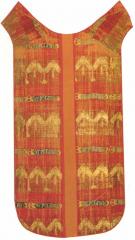 Chape réalisée avec des étoffes brochées aux devises de la cosse de genêt et de la Ceinture Espérance de Louis II de Bourbon. Lyon, musée des textiles.