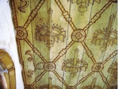 Décor du plafond du cloître du couvent Santo Antonion do Varatojo (Torres Vedras) avec les devises du roi Alphonse V: la roue de moulin et les cordelières.